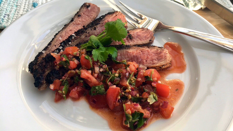 rökt flingsalt och tomatsalsa
